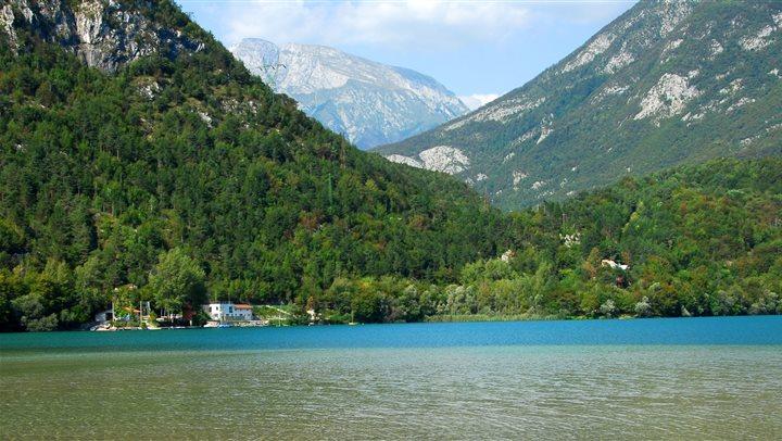 Lago di cavazzo for Laghetto balneabile progetto